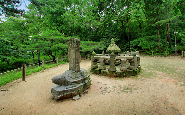 Placenta Chamber and Stele of King Seongjong